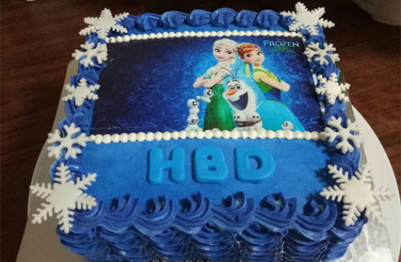 birthday cake with Frozen friends