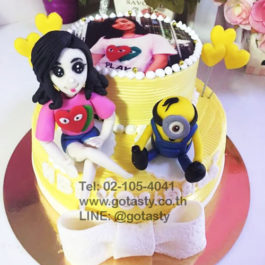 White and Yellow 3d layer cream photo cake of Minion from The Walt Disney heart and bow decorations