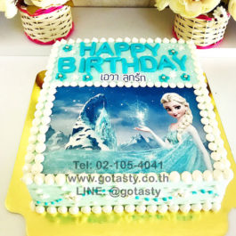 White and blue  photo cake of princess Elsa from Frozen