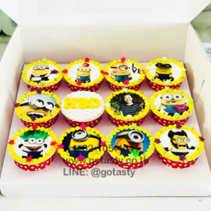 Yellow cupcake photo of Minion from The Walt Disney with star decorations